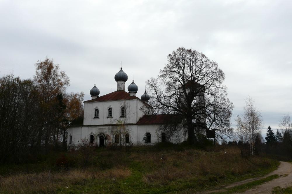 Петропавловская церковь в с. Заборовье Вышневолоцкого района, где служил о. Виктор Воронов. Фото Д. Ивлева